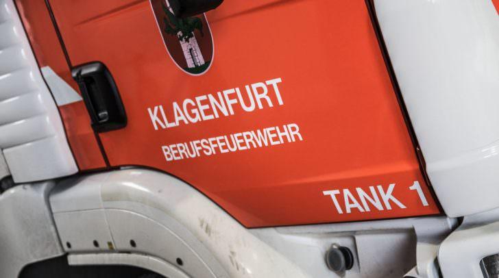 15 Einsatzkräfte der Berufsfeuerwehr Klagenfurt rückten aus um den Brand zu löschen.