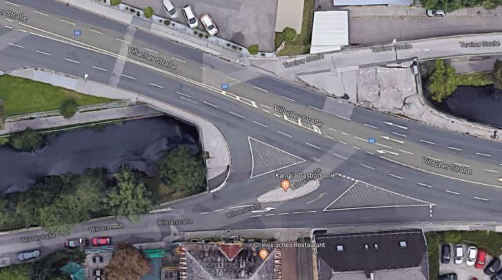 Auf Google-Maps ohne Einbahnregelung.