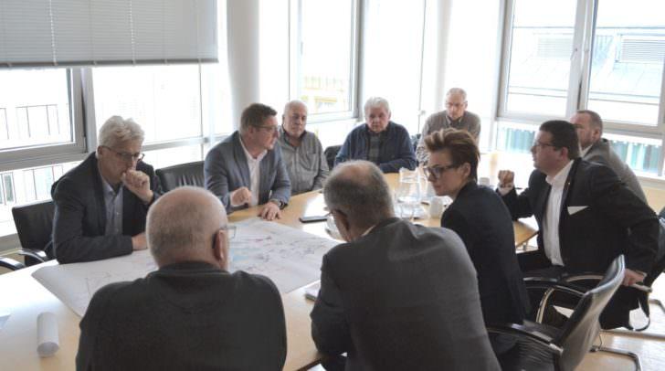 Experten von Wasserverband Faaker See, Wasserwerk Villach, Gesundheitsamt und Politik klären mit Bürgermeister Günther Albel die Sachlage