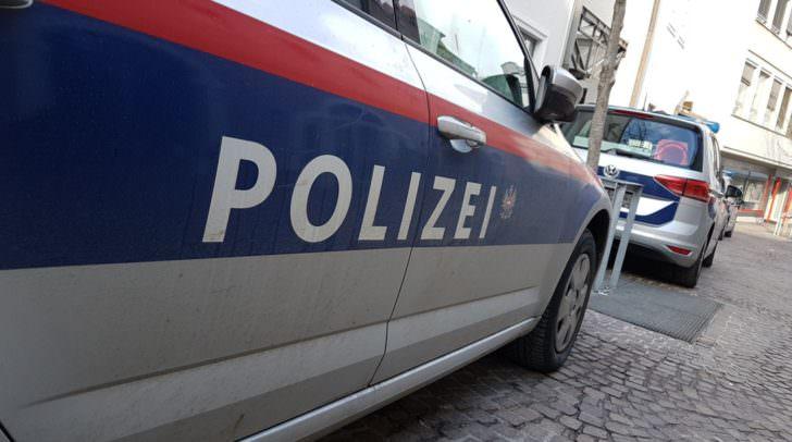 Die Polizei fahndet nach den bisher unbekannten Betrügern.