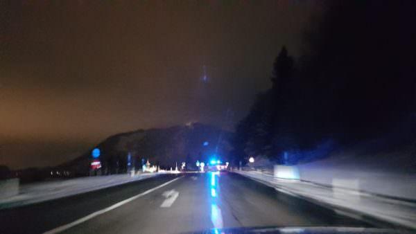 Sperre bei der Ossiacher See Straße zwischen Billa Treffen und Annenheim