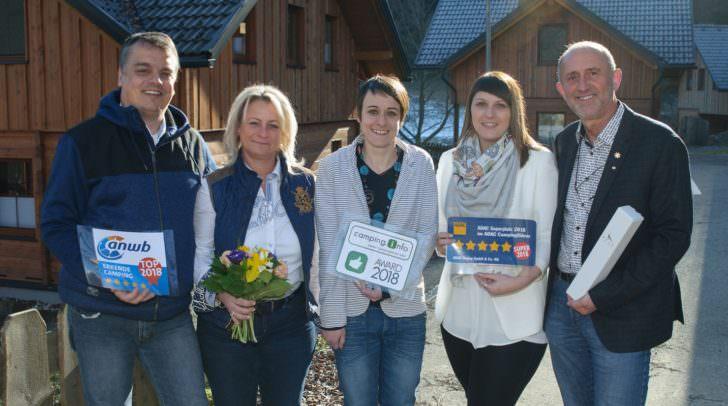 Freuen sich über die Auszeichnungen: v.l.: Marcus Hartinger, Barbara Ertl, Julia Moraus, Melanie Zaiser, Gerhard Stroitz.
