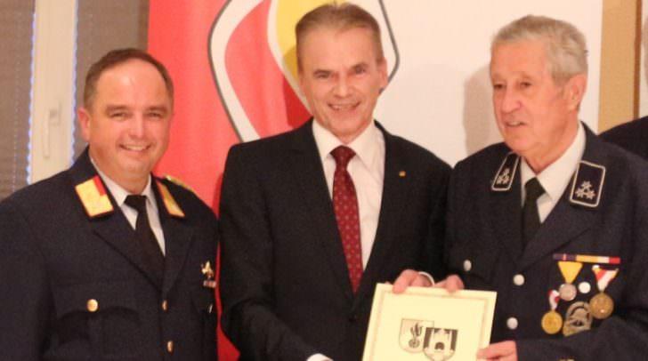 Bürgermeister Ferdinand Vouk dankte den Kameraden der Stützpunktfeuerwehr Velden für die gute Zusammenarbeit und deren Tätigkeit zum Wohle der Veldener Bevölkerung.