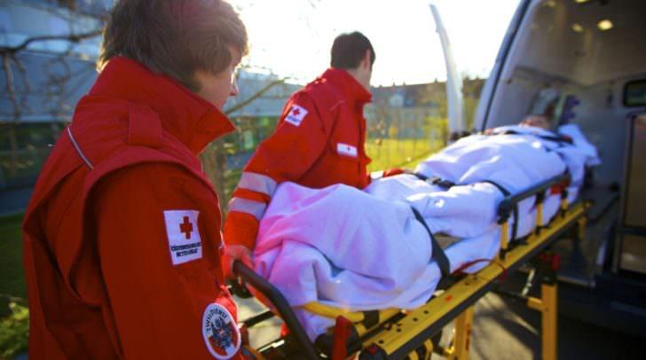 Rotkreuz-Mitarbeiter und Zivildiener im Einsatz