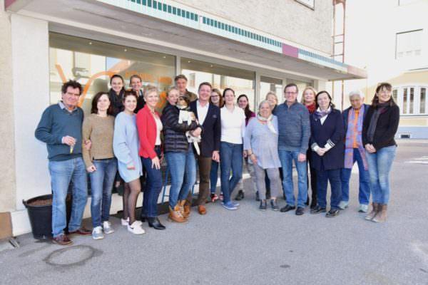 Zahlreiche Unterstützer waren bei der Eröffnung der Klinik mit dabei!