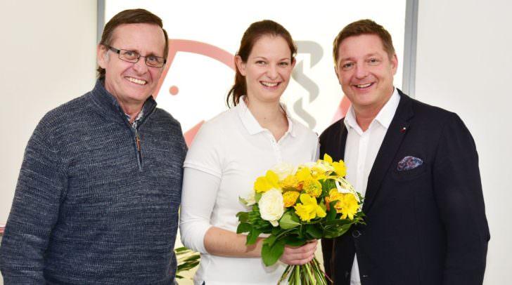 Eduard Schindele, Sarah Semmelrock und BGM Günther Albel bei der Eröffnung der Praxis