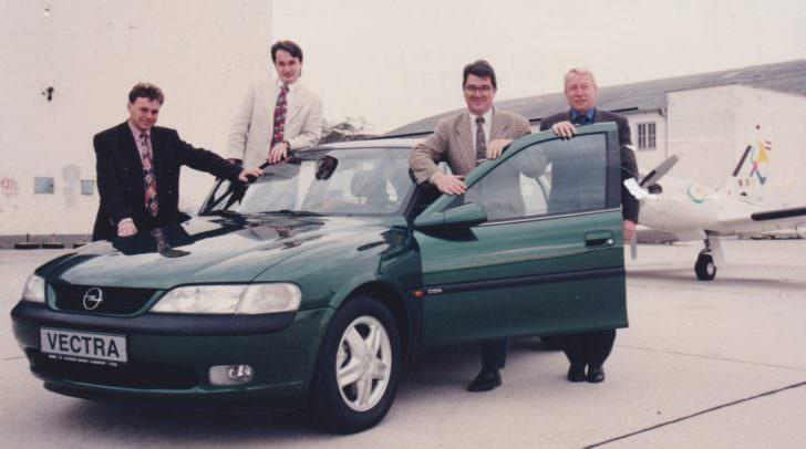 Gernold Opetniks (2. von links) Anfänge bei Eisner Auto. Erinnert ihr euch noch an Modelle wie den Kadett, Vectra oder Ascona :-)