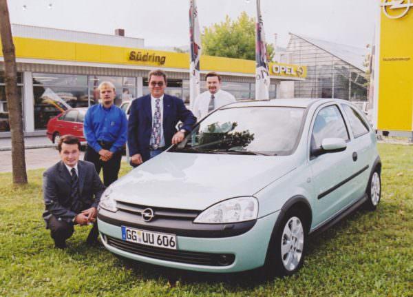 Autohändler und Verkäufer aus Leidenschaft – Gernold Opetnik (1.v.l.)
