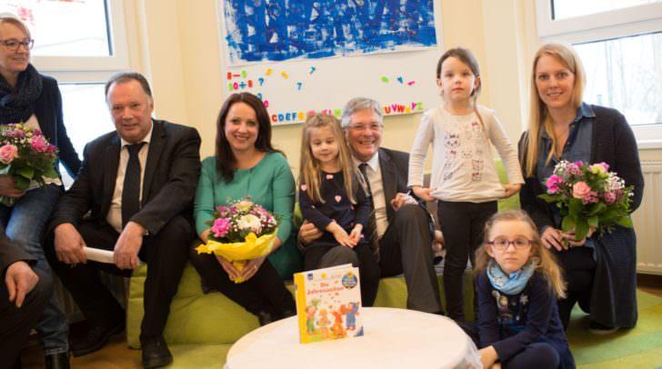 Bgm Franz Felsberger, Claudia Untermoser, LH Peter Kaiser und Sabrina Pluch bei der Eröffnung des Kindergartens Ebenthal.