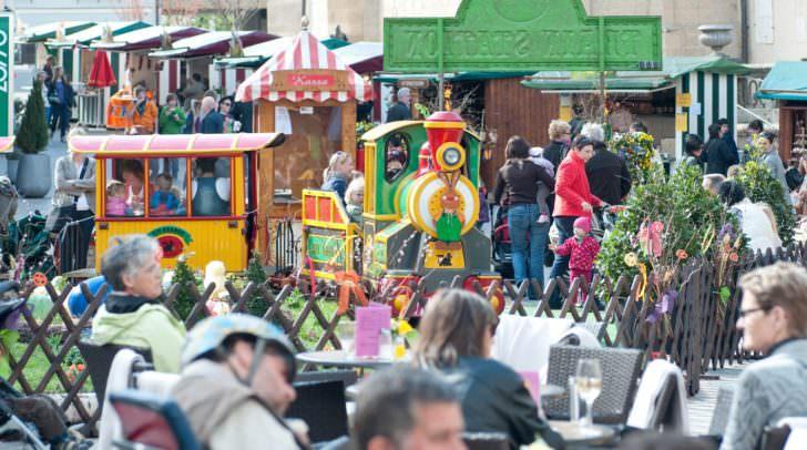 Österliches Frühlingserwachen mit Altstadtflair: Der Ostermarkt ist auf dem Villacher Hauptplatz wieder ein beliebter Anziehungspunkt.