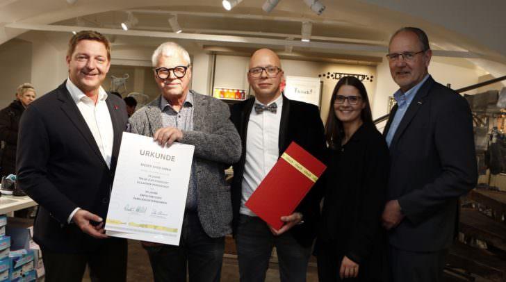 Bürgermeister Günther Albel und Wirtschaftskammer-Obmann Bernhard Plasounig gratulierten Familie Rieder zur gelungenen Neu-Eröffnung.
