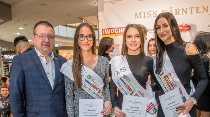 City Arkaden Manager Ernst Hofbauer mit den Top 3 des Castings: Dalila Nekic, Johanna Zarka und Blerta Doberlluka (v.l.n.r.)