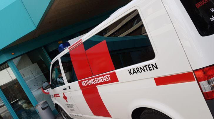 Die Villacherin wurde mit Verletzungen unbestimmten Grades in das LKH Villach gebracht.