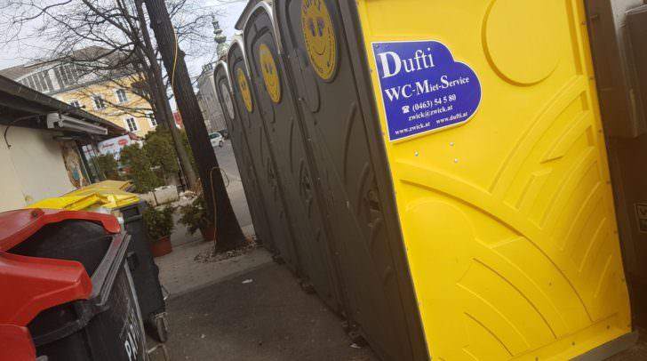 Mobile Toiletten wurden als Übergangslösung aufgestellt.
