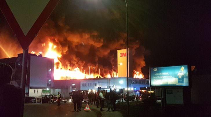 Großbrand bei 3M, die Mitarbeiter wurden rechtzeitig nach draußen gebracht