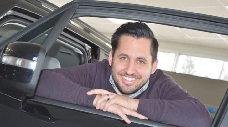 Autos sind seine Leidenschaft: Manuel Knapp startete bereits im Jahr 2003 bei Eisner Auto.