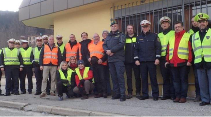 Kontrollbeamte der LPD Kärnten und Hospitanten der italienischen Behördenvertreter