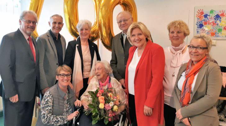 Viele Gratulanten stellten sich bei Herta Kömetter zu ihrem 100. Geburtstag im Hülgerthpark ein.