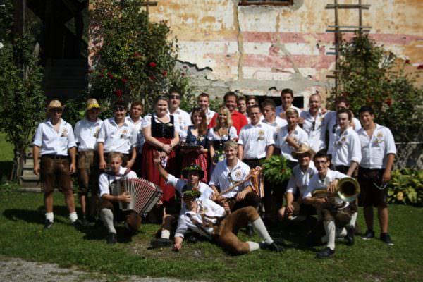 Die jahrelange Tradition des Osterfeuers wird im Dorf, im Norden von Villach, von der ledigen Zechgemeinschaft Vassach hochgehalten. (c) Zechgemeinschaft Vassach