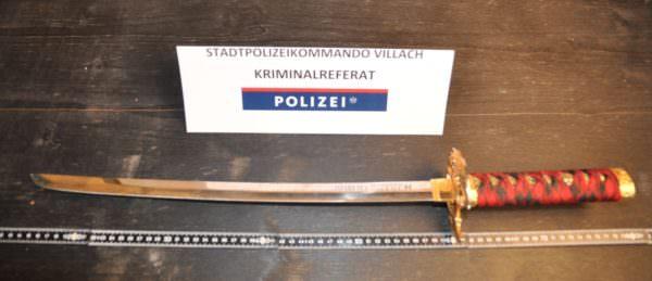 Mit diesem Schwert bedrohte der Klagenfurter die Passanten.