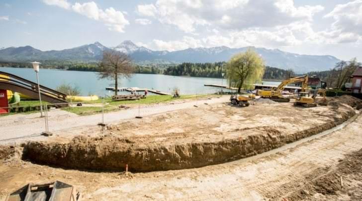 Trotz Bauarbeiten soll bereits Anfang Mai der erste Teil der Liegewiese für alle Badegäste zur Verfügung stehen.