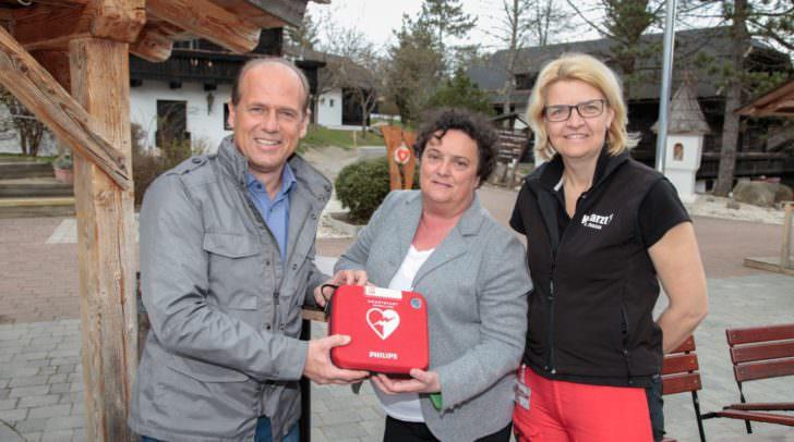BGM Christian Poglitsch, Hotelinhaberin Michaela Tiefenbacher und Dr.in Claudia Fugger