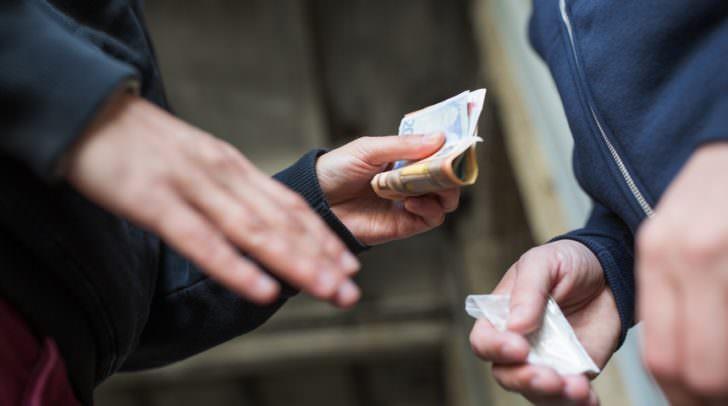 Der 18-Jährige steht im Verdacht, Suchtgift an vorwiegend Jugendliche verkauft zu haben.