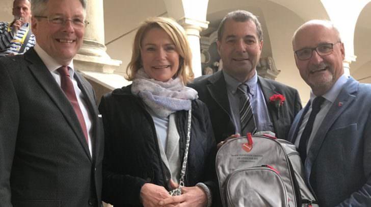 Treffens Bürgermeister Klaus Glanznig und SPÖ Landtagsabgeordneter Christof Seymann (zweiter von rechts) bei der Angelobung im Landtag