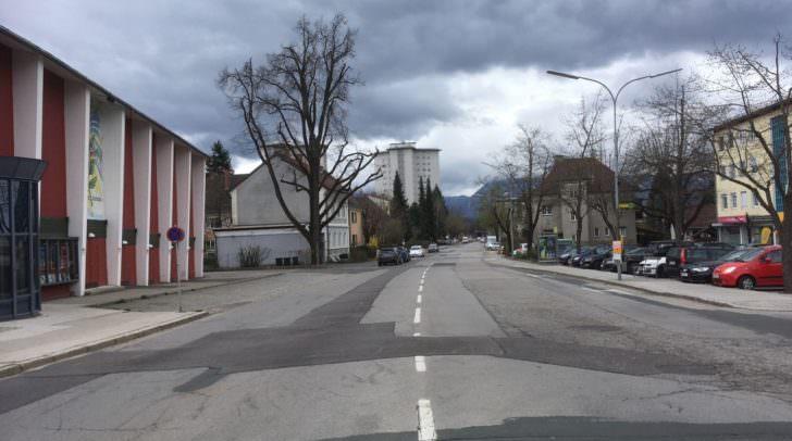 Auf der einen Seite herrscht Parkplatzmangel. Auf der anderen gähnende Leere.