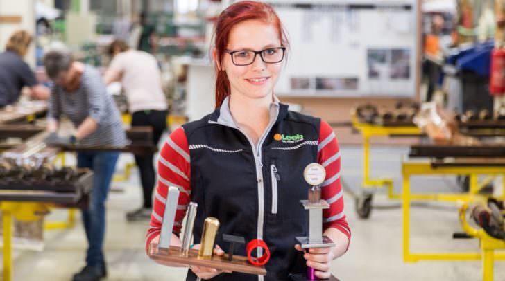Andrea Dörfler hat die Lehre als Oberflächentechnikerin erfolgreich abgeschlossen und ist somit Kärntens erste Pulverbeschichterin.