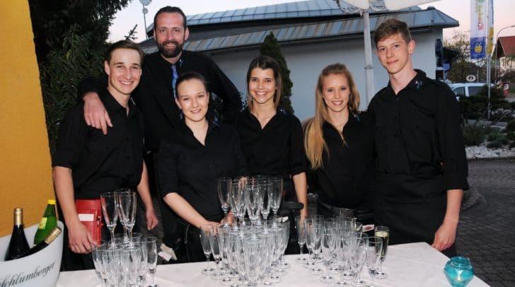 Für jeden gab es ein Glas Prosecco zur Eröffnung gratis.