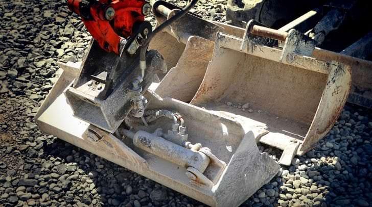 Die beiden gestohlenen Baggerschaufel stammen von einem Minibagger, der auf der Baustelle abgestellt war.