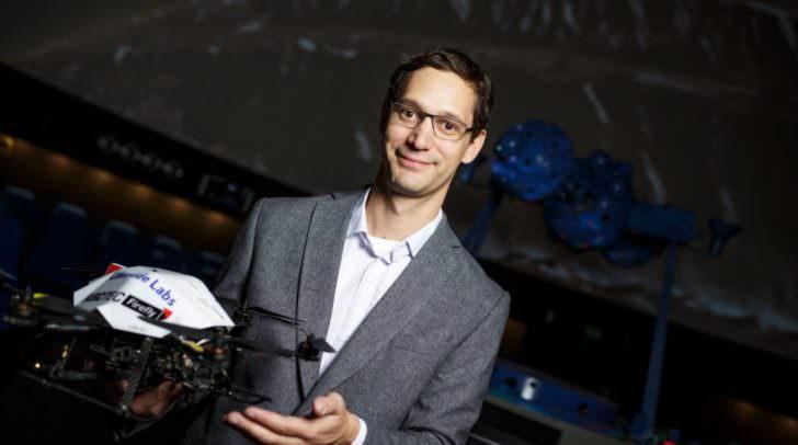 Stephan Weiss mit Drohne