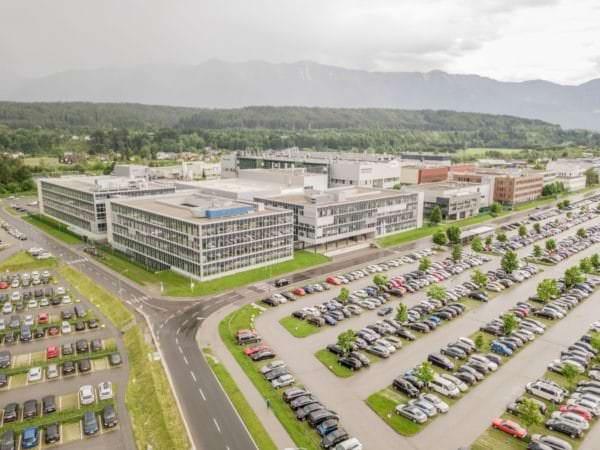Mit der neu geplanten Chipfabrik und dem bereits vor einer Woche angekündigten Forschungszentrum werden insgesamt rund 750 neue Arbeitsplätze am Standort Villach geschaffen.