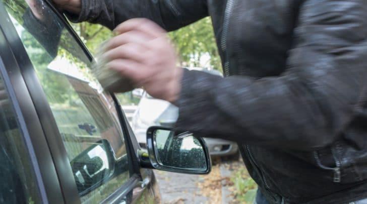Bei dem in Klagenfurt abgestellten Firmenwagen wurde die Heckscheibe eingeschlagen.