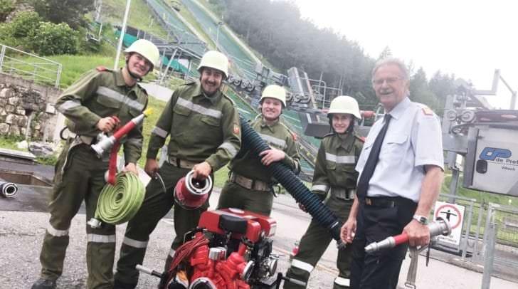 Es wird noch fleißig trainiert, am Bild Bezirksfeuerwehrkommandant Andreas Stroitz mit dem FF-Team aus St. Niklas, am Samstag wird es dann bei den Bezirksleistungsbewerben ernst.