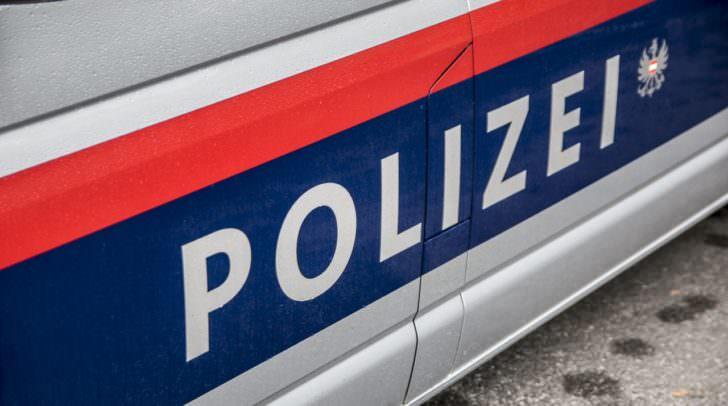 Die Polizei ermittelt gegen die unbekannten Täter, die am Wochenende in einen Baustellencontainer eingebrochen waren.