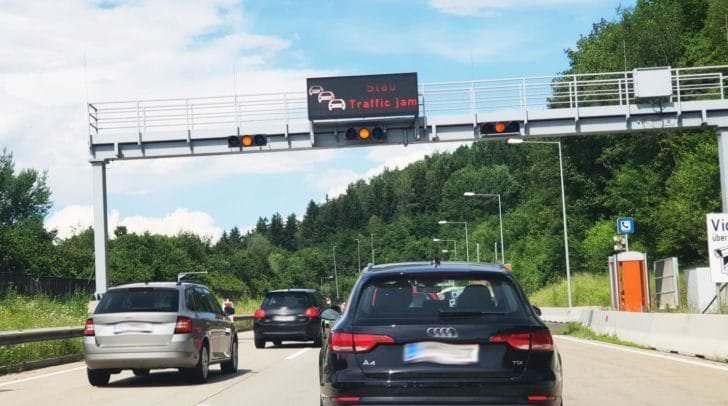 Momentan kommt es auf der A2 Südautobahn von Klagenfurt nach Graz immer wieder zu Staus.
