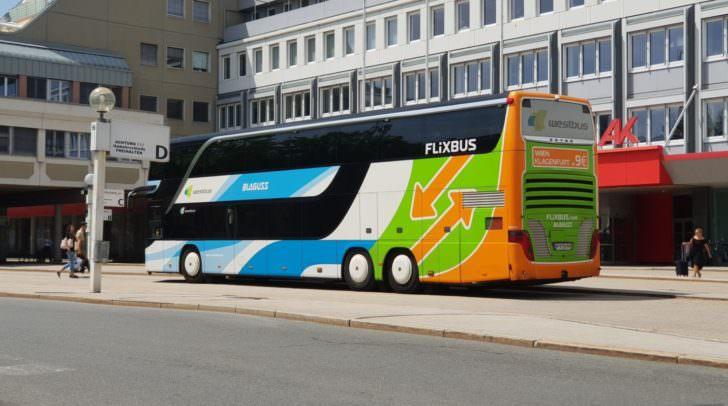 Das Unternehmen, das die FlixBus-Reisen organisiert, wurde wegen 30 gesetzeswidrigen Klauseln angeklagt.