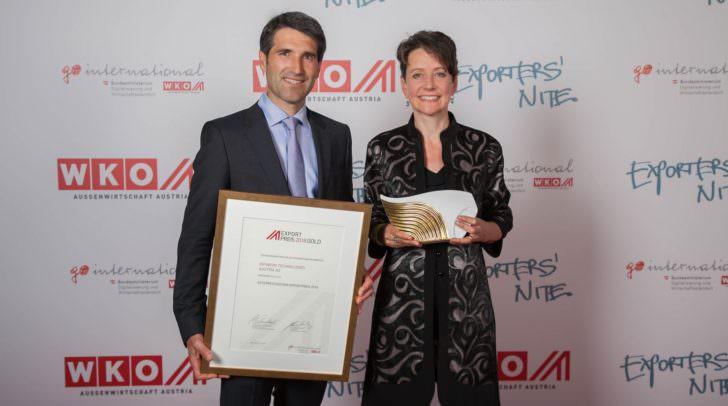 Sabine Herlitschka (Vorstandsvorsitzende Infineon Technologies Austria AG) und Richard Kuncic (Vicepresident und General Manger Businessline DC-DC)