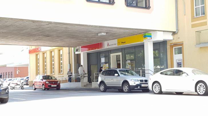 Durch ein defektes Schiebetor konnten die Täter in die Postfiliale am Klagenfurter Hauptbahnhof eindringen und dort die Pakete durchsuchen.