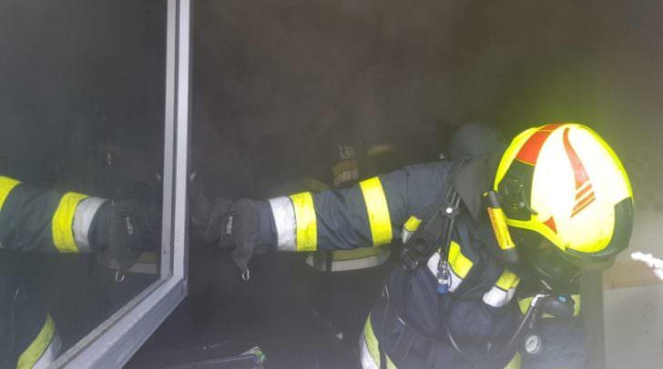 Mittels Sirenenalarm wurde die FF Arnoldstein zu dem Brand im Geschäftsgebäude alamiert.