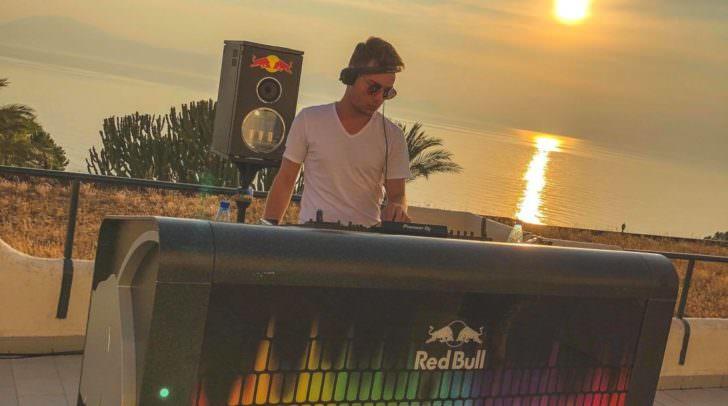 Am Samstag, den 7. Juli, kommt DJ Johnny Vincent wieder zurück, doch zuvor gibt es noch einige Parties!