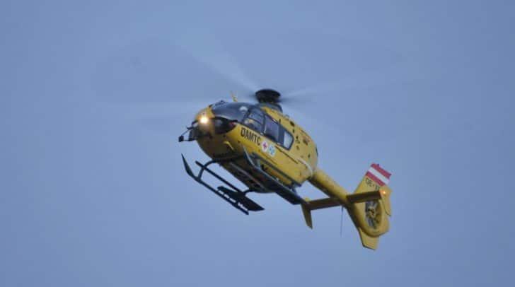 Der schwer verletzte Bergsteiger aus Salzburg musste mit dem Rettungshubschrauber C 7 mittels Seil geborgen werden.