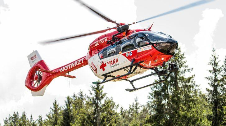 Nachdem der Fußballer reanimiert werden konnte, wurde er vom Rettungshubschrauber in das Klinikum Klagenfurt geflogen.