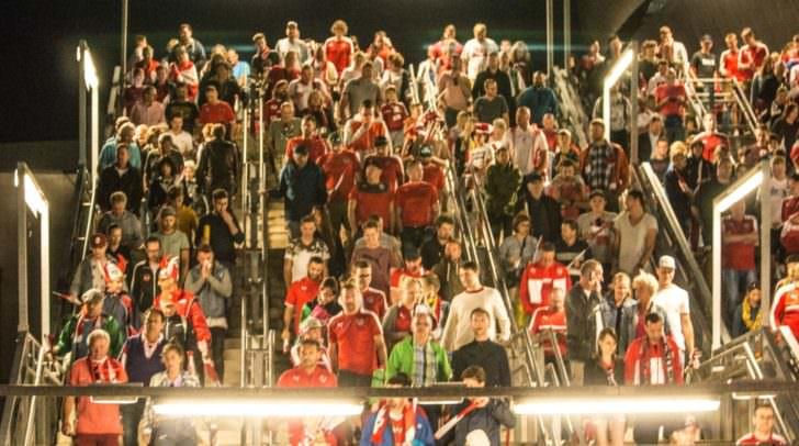 Die Fans bei der Abreise.