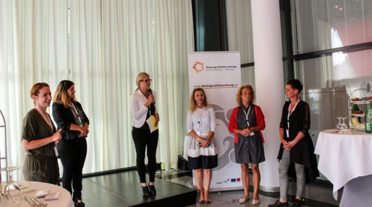 Simone Kosnik von der BAB Unternehmensberatung GmbH präsentierte die Demografieberatung beim Summer Meet & Greet im Congress Center Villach.