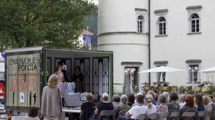 Der Theaterwagen des Ensembles Porcia kommt heuer auch in die Villacher Innenstadt.