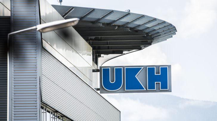 Die PKW-Lenkerin und ihre Tochter wurden von der Rettung in das UKH Klagenfurt gebracht. Der Traktor-Lenker begab sich selbstständig in ärztliche Behandlung.