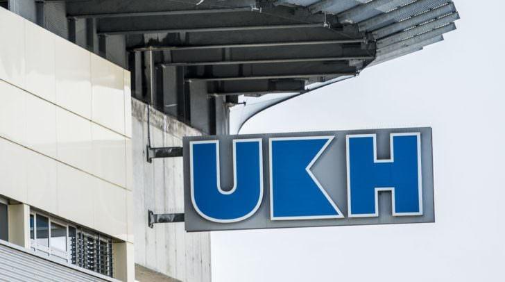 Der Beifahrer des PKW-Lenkers musste mit dem Rettungshubschrauber in das UKH Klagenfurt geflogen werden.
